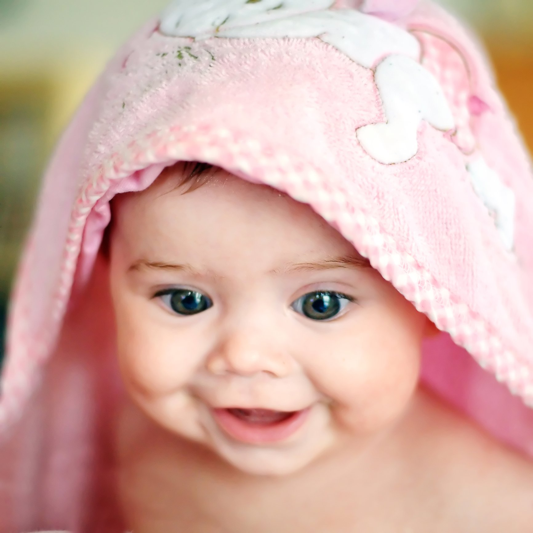 baby-and-towel-16915072